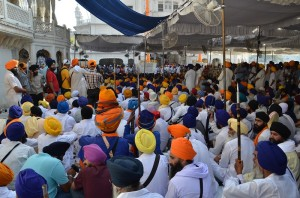 A view of gathering of Sikhs in the courtyard of Sri Akal Takhat Sahib (June 06, 2013)