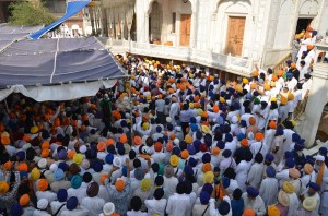 Another view of gathering of Sikhs in the courtyard of Sri Akal Takhat Sahib (June 06, 2013)