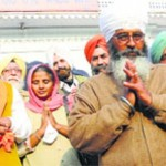 Shamsher Singh (and Lakhwinder Singh) with others at Gurdwara Amb Sahib, Mohali [File Photo]