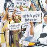 Sikh women protesting against compulsory helmet rule [File Photo]